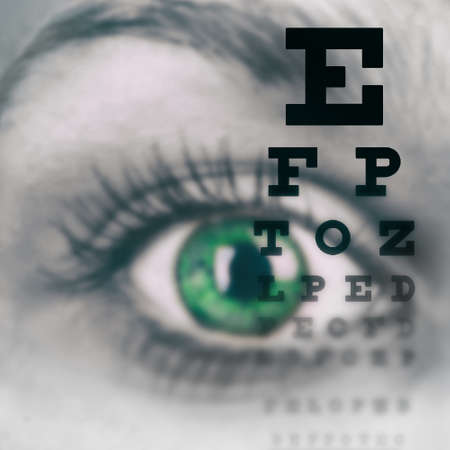 prueba de vision: Ojo con la prueba de carta de la visión de cerca