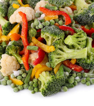 alimentos congelados: Las verduras congeladas aisladas en blanco