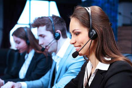 Call Center-Betreiber bei der Arbeit Standard-Bild