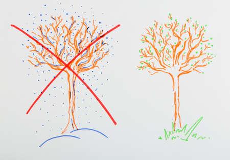 tachado: Figura del �rbol en invierno y primavera en papel