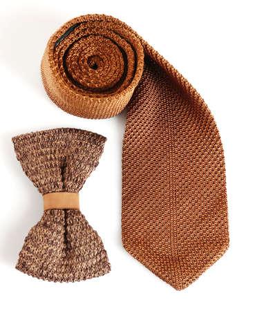 noeud papillon: Homme cravate et noeud papillon isolé sur blanc