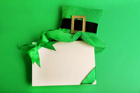 leprechaun: Greeting card for Saint Patricks Day with leprechaun hat on green background