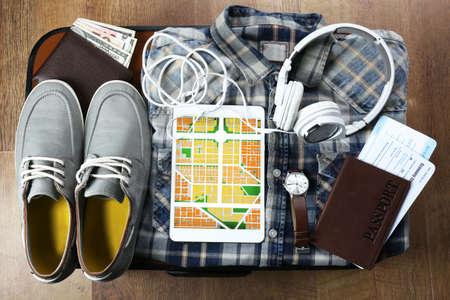 voyage: Tablet avec une application GPS carte de navigation et accessoires voyage, gros plan