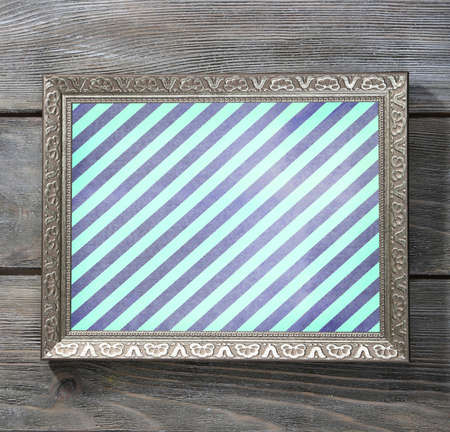 vecchia cornice: Old frame with striped canvas on wooden background
