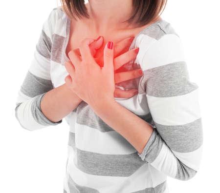 dolor de pecho: Mujer que tiene dolor en el pecho - ataque al corazón, aislado en blanco