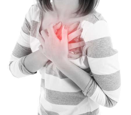 dolor de pecho: Mujer que tiene dolor en el pecho - ataque al coraz�n, aislado en blanco