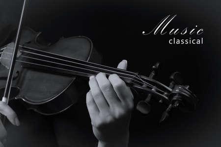 violinista: Violinista que toca el violín. Foto blanco y negro Foto de archivo