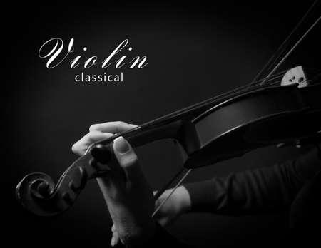 violinista: Violinista que toca el viol�n. Foto blanco y negro Foto de archivo