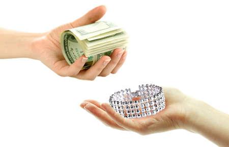 Bijoux et de l'argent sur le concept de pawnshop Mains-