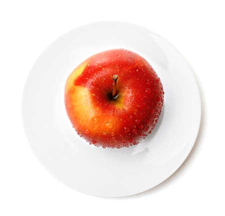 pomme rouge: Apple sur soucoupe isolé sur blanc