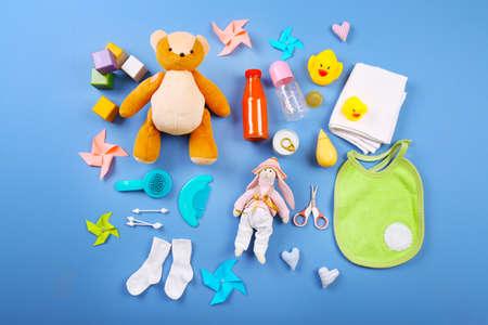 verzameling van de baby op een blauwe achtergrond, bovenaanzicht