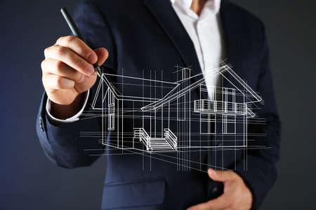 agent de s�curit�: Offre immobili�re. dessiner un mod�le de la maison d'affaires Banque d'images