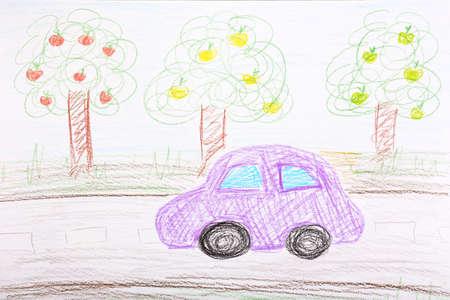 niños con lÁpices: Niños de dibujo en la hoja blanca de fondo de papel Foto de archivo