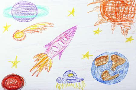 Dětská kresba na bílém listu papíru, detailní
