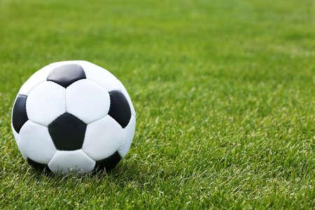 Voet bal op groen veld