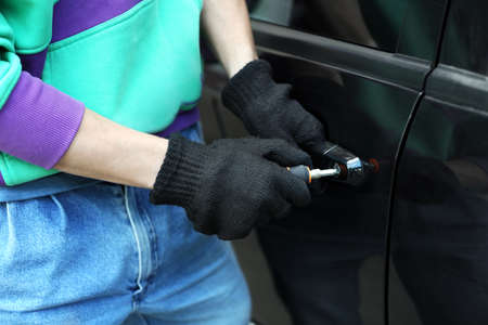delinquent: Man burglar stealing car