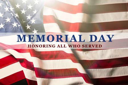 jul: Texto del Memorial Day el fondo de la bandera americana Foto de archivo