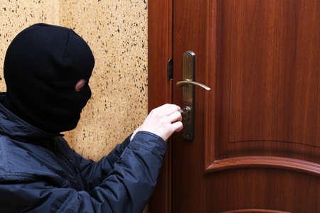 housebreaking: Burglar breaking into house
