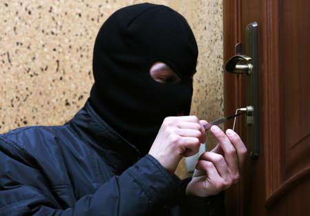delito: Romper ladrón en casa