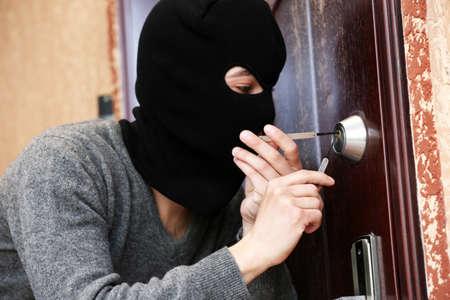 derecho penal: Romper ladr�n en casa