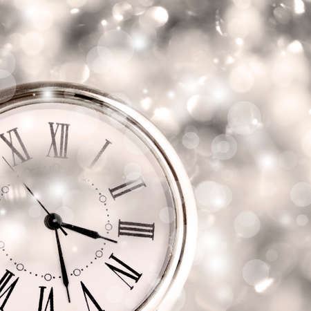 chiming: Clock with shining background