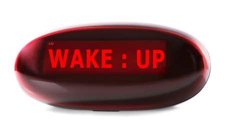"""reloj despertador: reloj digital que muestra """"despertar"""" en punto aislado en blanco"""