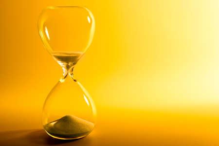 Hourglass sur fond jaune