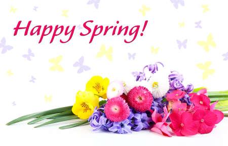 frase: Hermoso ramo de flores brillantes con frase feliz de la primavera