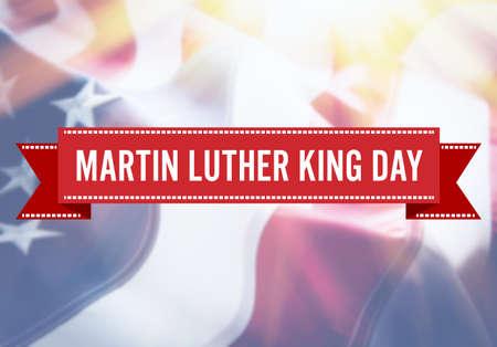 Segno di Martin Luther King Day sul fondo della bandiera di USA