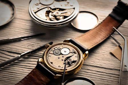 escapement: Mechanism of pocket clock closeup