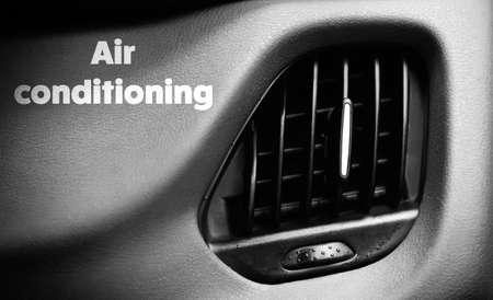Ventilation de la voiture avec climatisation texte sur le tableau de bord. Concept de climatisation. Banque d'images