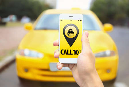 Taxi. Application on phone 版權商用圖片