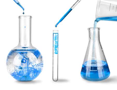 conjunto de cristalería de laboratorio en el fondo blanco