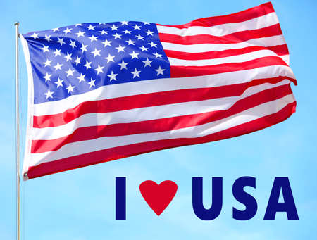 テキスト私は空の背景にアメリカとアメリカの旗を愛する
