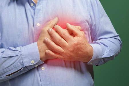 심장 마비 개념입니다. 고관절 남자 가슴 고통, 근접 촬영 % 00에서 고통