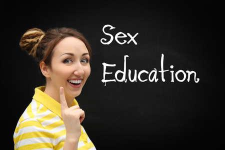 Concepto de educación sexual. Mujer joven, y, pizarra, en, plano de fondo