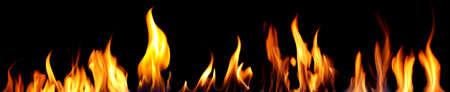 Fuego brillante sobre fondo negro Foto de archivo - 92273038