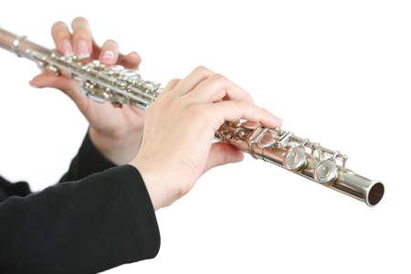 Musicien jouant la flûte isolé sur blanc