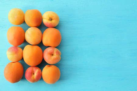 Ripe apricots on wooden table close up Archivio Fotografico