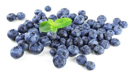 Fresh blueberries isolated on white Zdjęcie Seryjne - 93558677