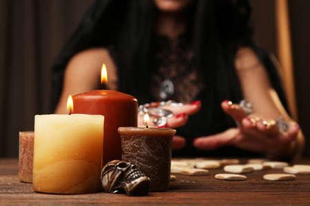 마녀 - 행운을 읽고 운을 닫습니다. 스톡 콘텐츠