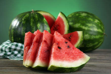 Slices of ripe watermelon on wooden table close up Foto de archivo - 93702597