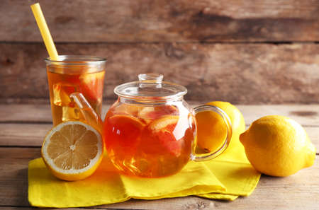 Iced tea with lemon and grapefruit on wooden background Banco de Imagens
