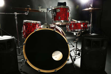 Drum set on a stage Banque d'images - 94621234