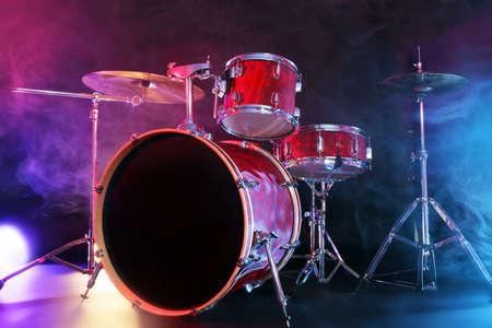 Drum set on a stage Banque d'images - 94892665