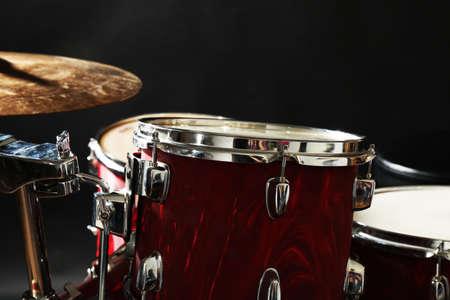 Drum set on a stage Banque d'images - 94664093
