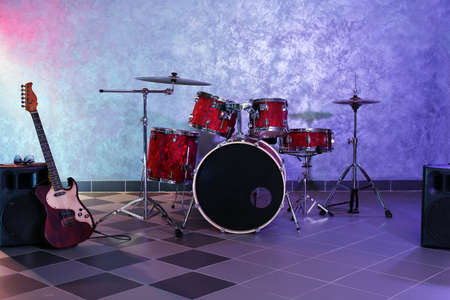 Drum set on brick wall background Stock Photo - 94685173