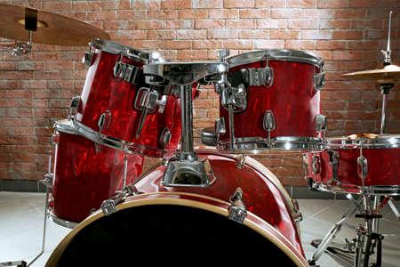 Drum set on brick wall background Stock Photo - 94846578