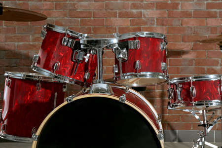 Drum set on brick wall background Stock Photo - 95122911