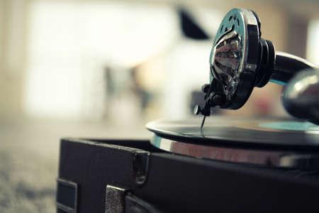 古い蓄音機のクローズアップ